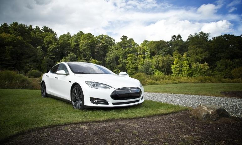Tesla a její akcie se opět dostávají do hledáčku investorů