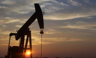 OPEC omezuje těžbu ropy, jak to pocítí naše peněženky?