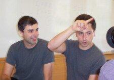Zakladatelé Googlu Larry Page a Sergey Brin na snímku z roku 2003