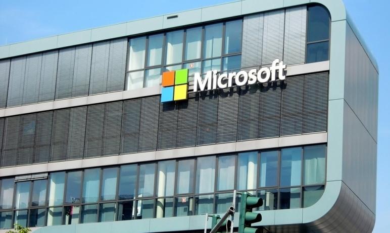 Microsoft navyšuje dividendu a odkoupí zpět své akcie