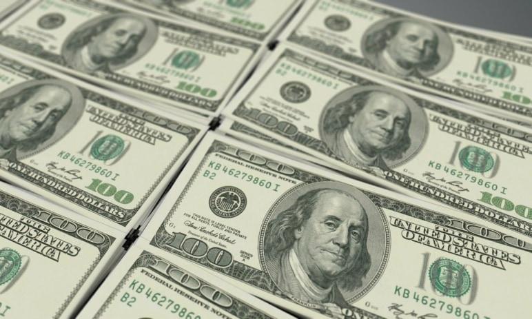 Podíl amerického dolaru na devizových rezervách klesl na nejnižší úroveň od roku 1995