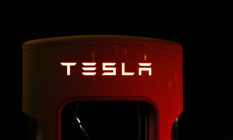 Tesla začne vyrábět plicní ventilátory pro boj s COVID-19