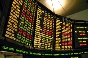 Dojde na světových akciových trzích ještě k dalšímu retestu letošních minim?