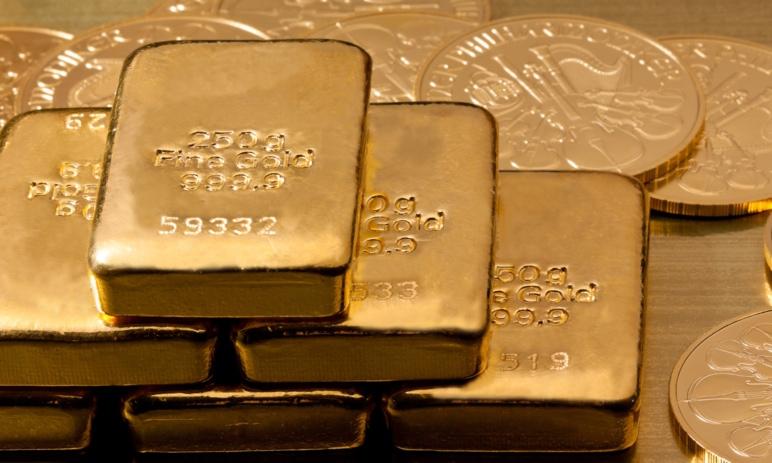 Zlato se drží nad 1 450 USD, ale riziko jeho pádu je stále ve hře