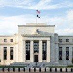 """<strong>Přečtěte si:</strong> <a href=""""https://finex.cz/co-vsechno-udelal-fed-aby-zachranil-ekonomiku/"""" target=""""_blank"""" rel=""""noopener noreferrer"""">Co všechno zatím udělal Fed, aby zachránil ekonomiku USA?</a>"""