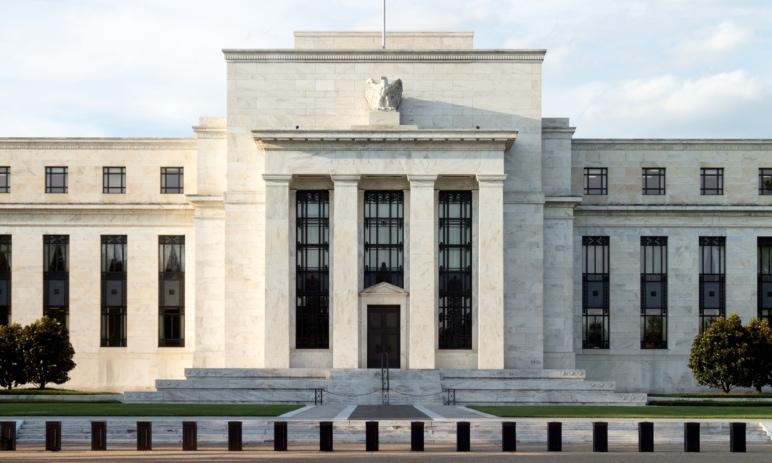 Fed má po schůzi – jak bylo rozhodnuto, co si od toho (ne)slibovat a jak reagují trhy?
