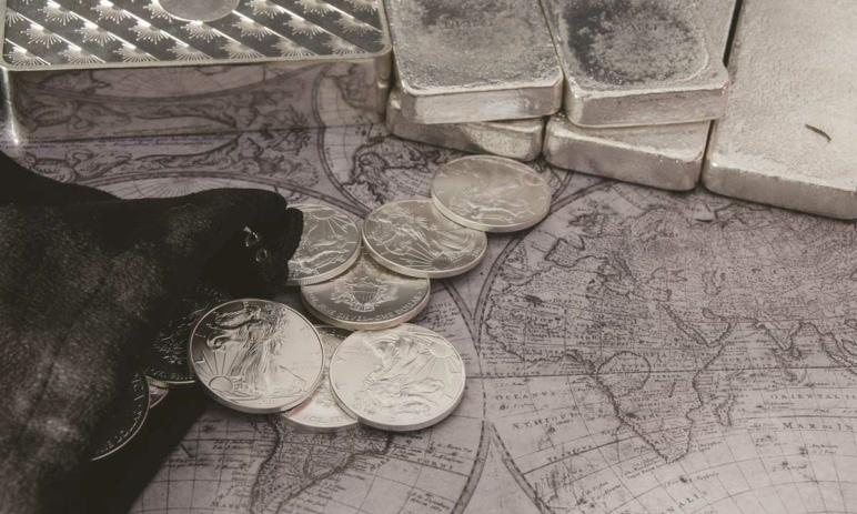 Cena stříbra dnes prorazila 20 dolarů za unci a eshopy jsou často vyprodány