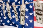 Ekonomika USA se propadla ještě více, než se očekávalo – 32,9 %