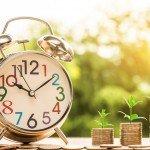 """<strong>TIP:</strong> Chcete se dozvědět více o tom, jak investovat do akcií? Podívejte se na náš článek <a href=""""https://finex.cz/rubrika/akcie/"""" target=""""_blank"""" rel=""""noopener noreferrer"""">Obchodování akcií – jak koupit a investovat.</a>"""