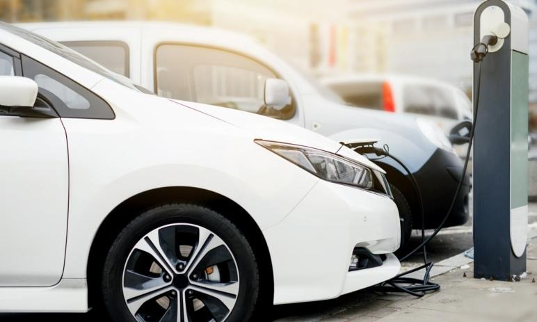 Velká výhoda elektromobilů je mýtus a vrací nás k základní otázce – vyplatí se?