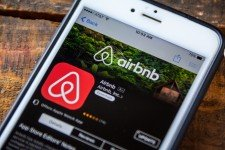 Airbnb-mobil-aplikace-IPO