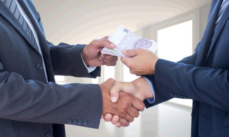 Finanční deriváty: Swapy - Co je to swap? Jaké má výhody a rizika?