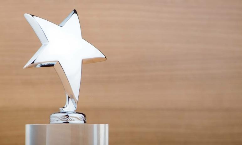 Ocenění: Broker XTB nově patří mezi TOP 5 brokerů na světě