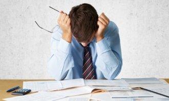 Živnostníci i firmy mají stále větší problémy se splácením svých dluhů. Domácnosti jsou na tom lépe, zcela bez potíží ale také nejsou