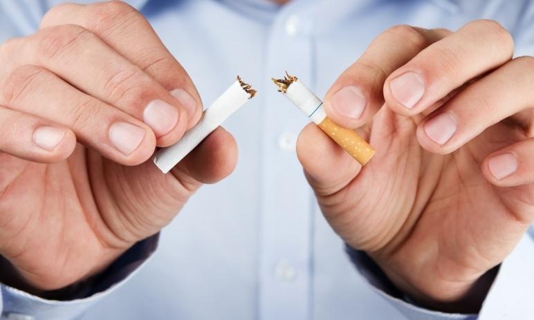 Akcie tabákových výrobců padají dolu. O dalším osudu rozhoduje Bidenova administrativa