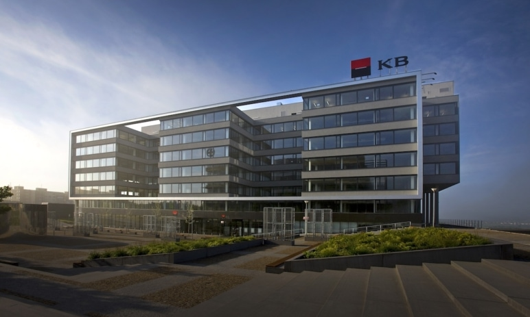 Technická a fundamentální analýza akcií Komerční banky
