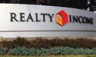 Realty-Income-Corporation-akcie-logo-REIT-nemovitostni-akcie
