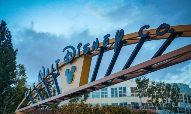 Disney hlásí rychlý nárůst tržeb (poprvé) od propuknutí pandemie koronaviru – vyplatí se investovat do jeho akcií?