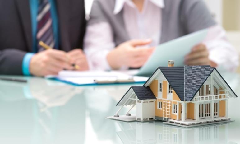 Zájem o hypotéky neopadá. Lidé si naopak půjčují stále vyšší částky – jaký vývoj úrokových sazeb můžeme očekávat?