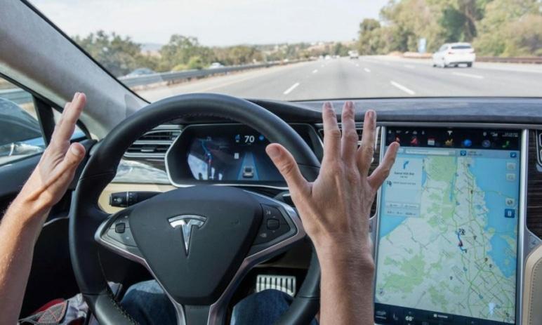Tesla připravuje rozsáhlý AI projekt, který by mohl pořádně nakopnout její akcie – měli by se mít investoři na pozoru?